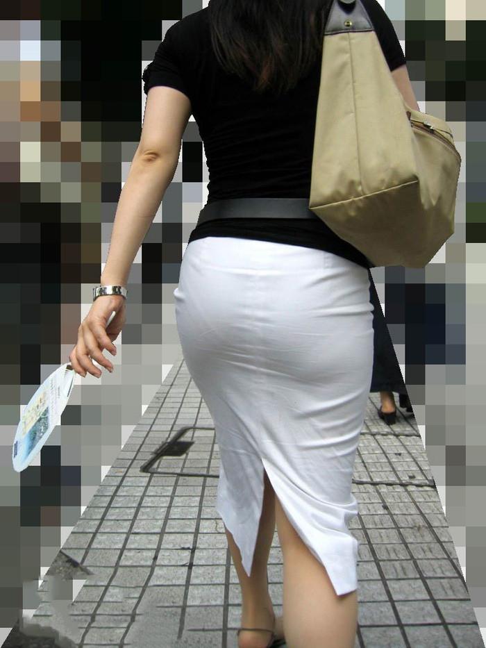 【着衣透けエロ画像】街中などで着衣の透けた女の子!これって気づいてないのか? 05
