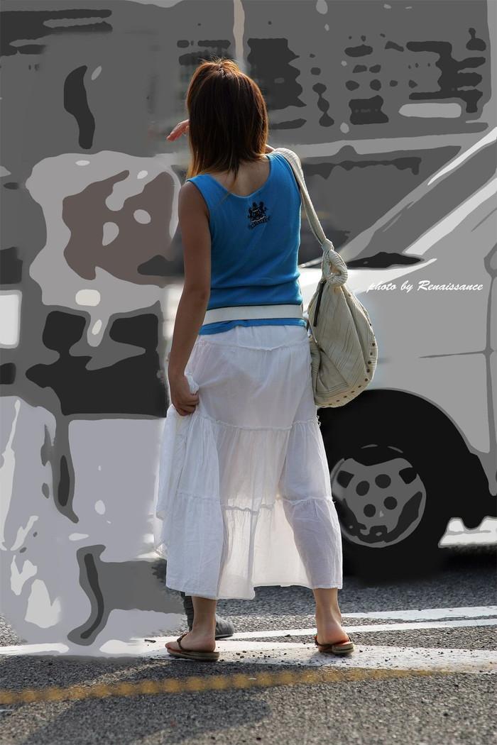【着衣透けエロ画像】街中などで着衣の透けた女の子!これって気づいてないのか? 18