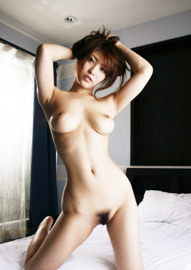 【クビレエロ画像】魅力的な女性のボディーラインをクビレたウエストが強調! 22