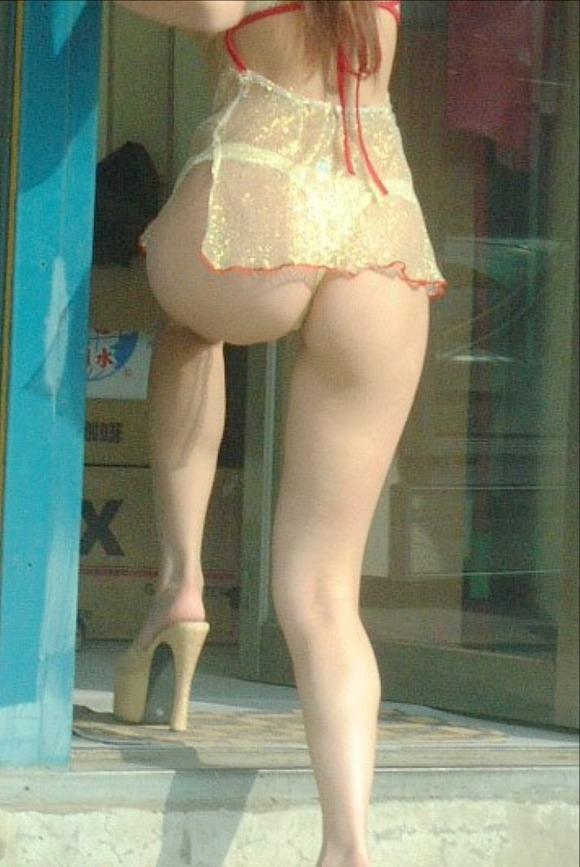 【ビンロウ売りエロ画像】台湾の路上でビンロウを販売する売り子がエロすぎるぞ! 03