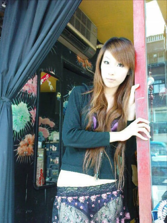 【ビンロウ売りエロ画像】台湾の路上でビンロウを販売する売り子がエロすぎるぞ! 06