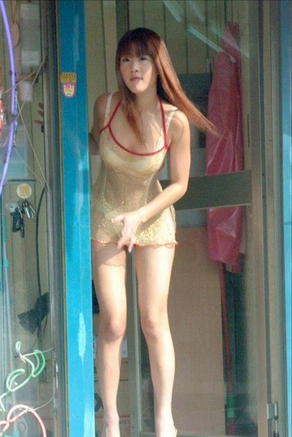 【ビンロウ売りエロ画像】台湾の路上でビンロウを販売する売り子がエロすぎるぞ! 26