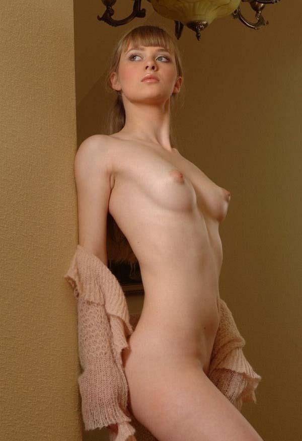 【外国人エロ画像】日本人好み!?これはマジで可愛いと思える金髪美女のエロ画像 22