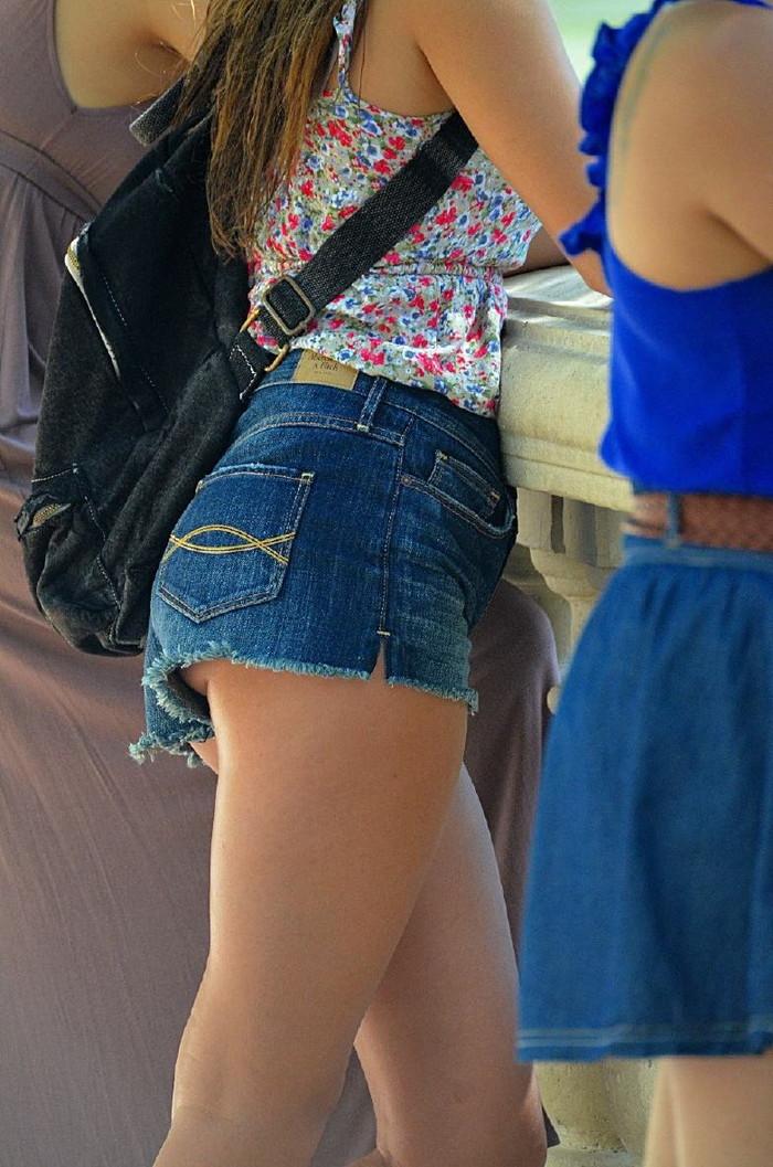 【ホットパンツエロ画像】男性の視線は太ももに釘付け!ホットパンツ! 10