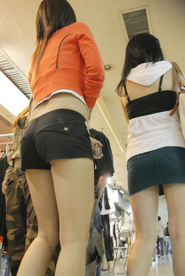【ホットパンツエロ画像】男性の視線は太ももに釘付け!ホットパンツ! 13
