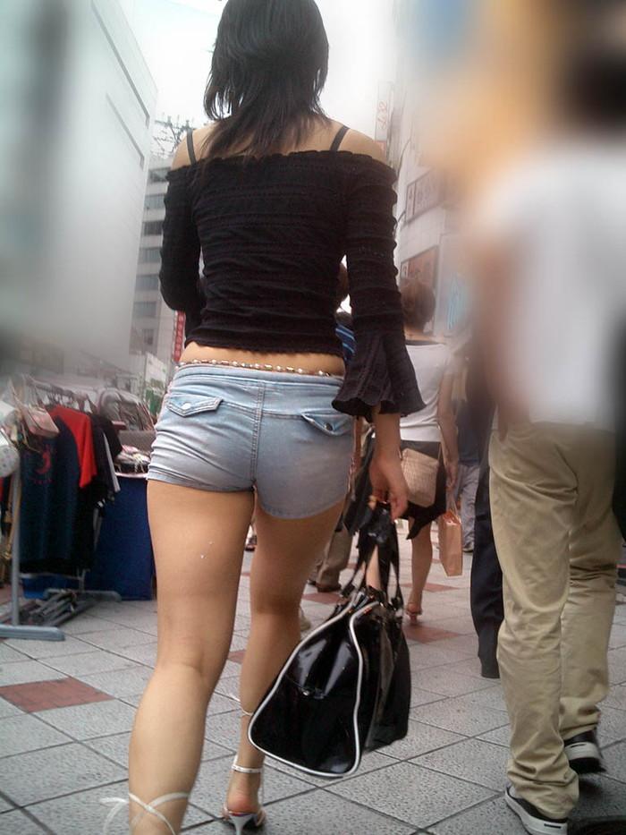【ホットパンツエロ画像】男性の視線は太ももに釘付け!ホットパンツ! 15