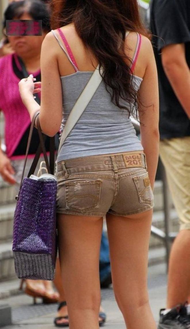 【ホットパンツエロ画像】男性の視線は太ももに釘付け!ホットパンツ! 16