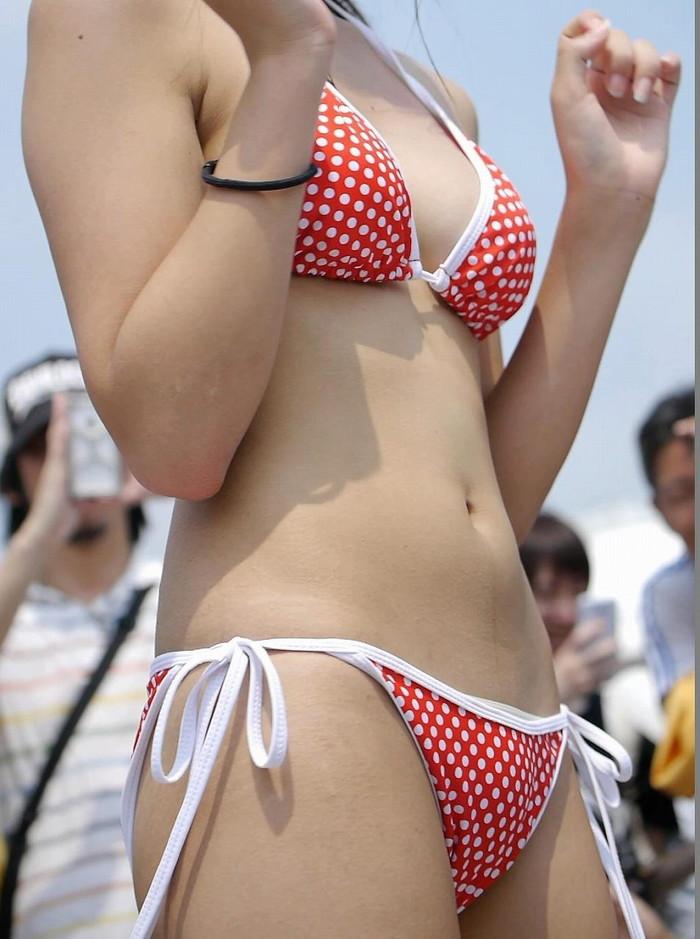【ビキニエロ画像】夏の日差しが似合うのは下着姿同然のビキニギャルだろ!w 01