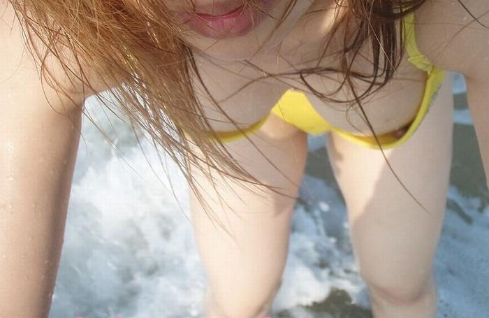 【ビキニエロ画像】夏の日差しが似合うのは下着姿同然のビキニギャルだろ!w 23