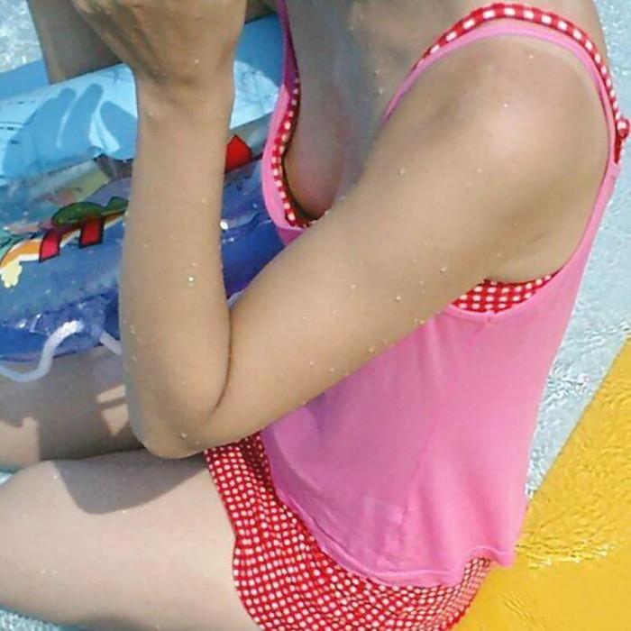 【水着ハプニングエロ画像】偶然見えたエロス!露出したり、透けたりもう大変w 20