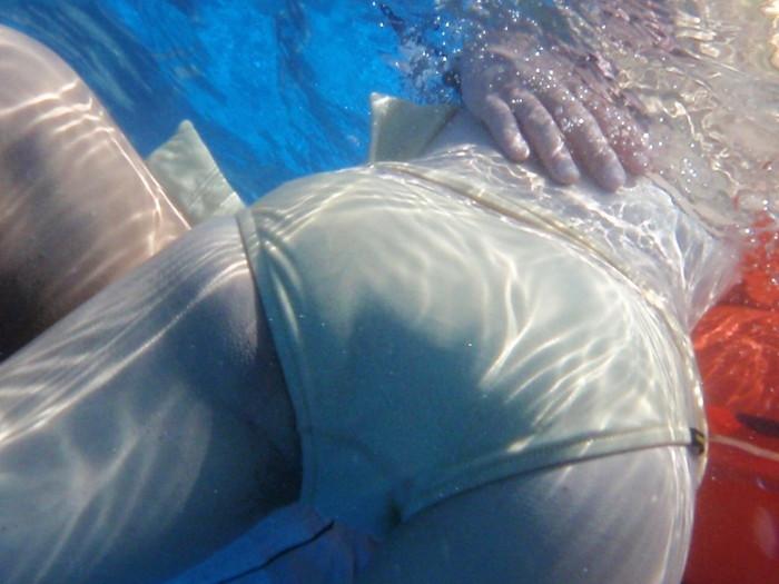 【水面下エロ画像】水面下での水着の女の子達の姿が想像以上にエロッ! 31