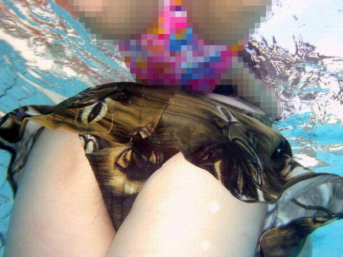 【水面下エロ画像】水面下での水着の女の子達の姿が想像以上にエロッ! 36