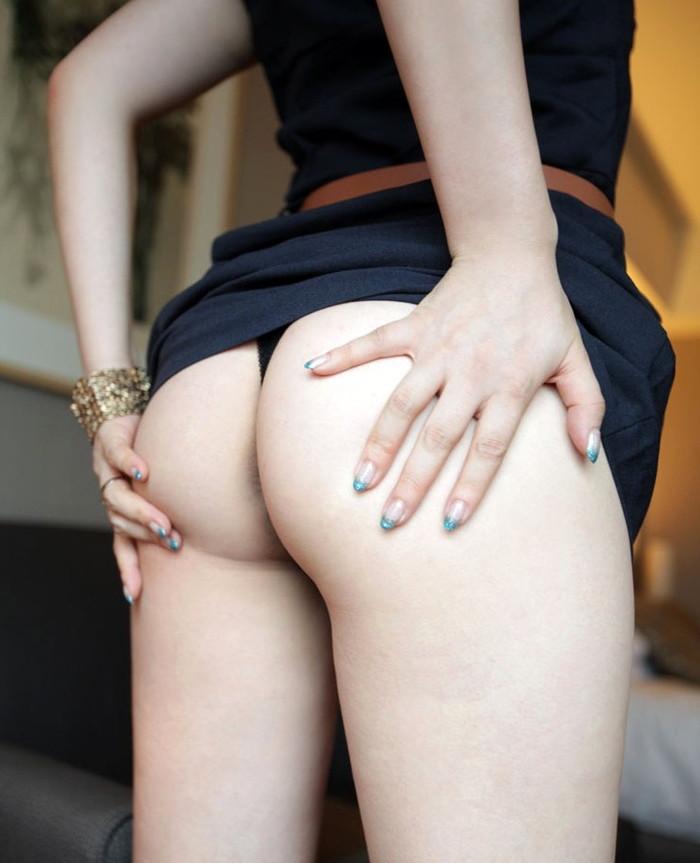 【Tバックエロ画像】エロすぎるぞTバック!アソコも見えてしまいそうな露出度! 03