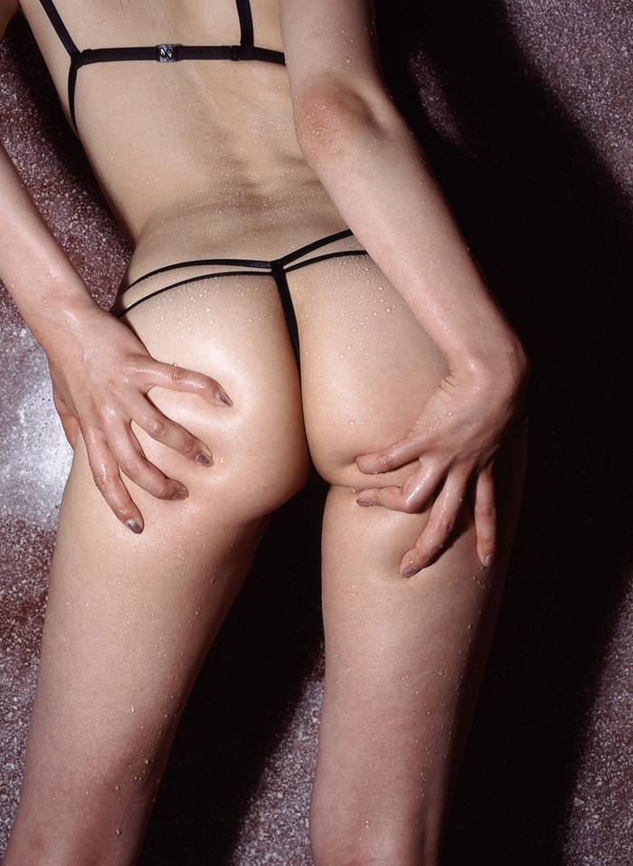 【Tバックエロ画像】エロすぎるぞTバック!アソコも見えてしまいそうな露出度! 13