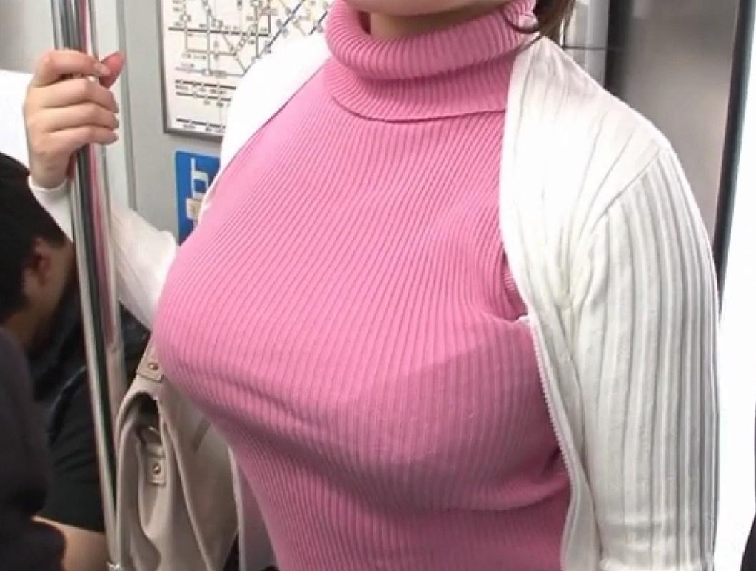 【着衣おっぱいエロ画像】はちきれんばかりの着衣おっぱいから目が離せない!