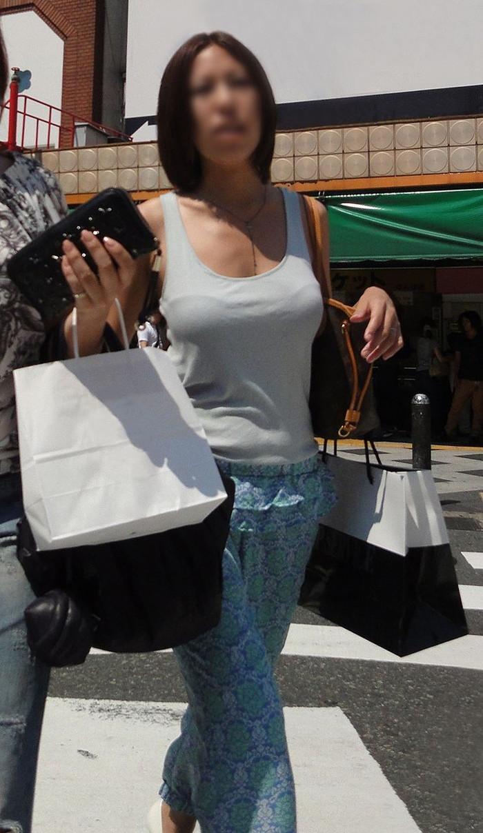 【着衣おっぱいエロ画像】はちきれんばかりの着衣おっぱいから目が離せない! 19