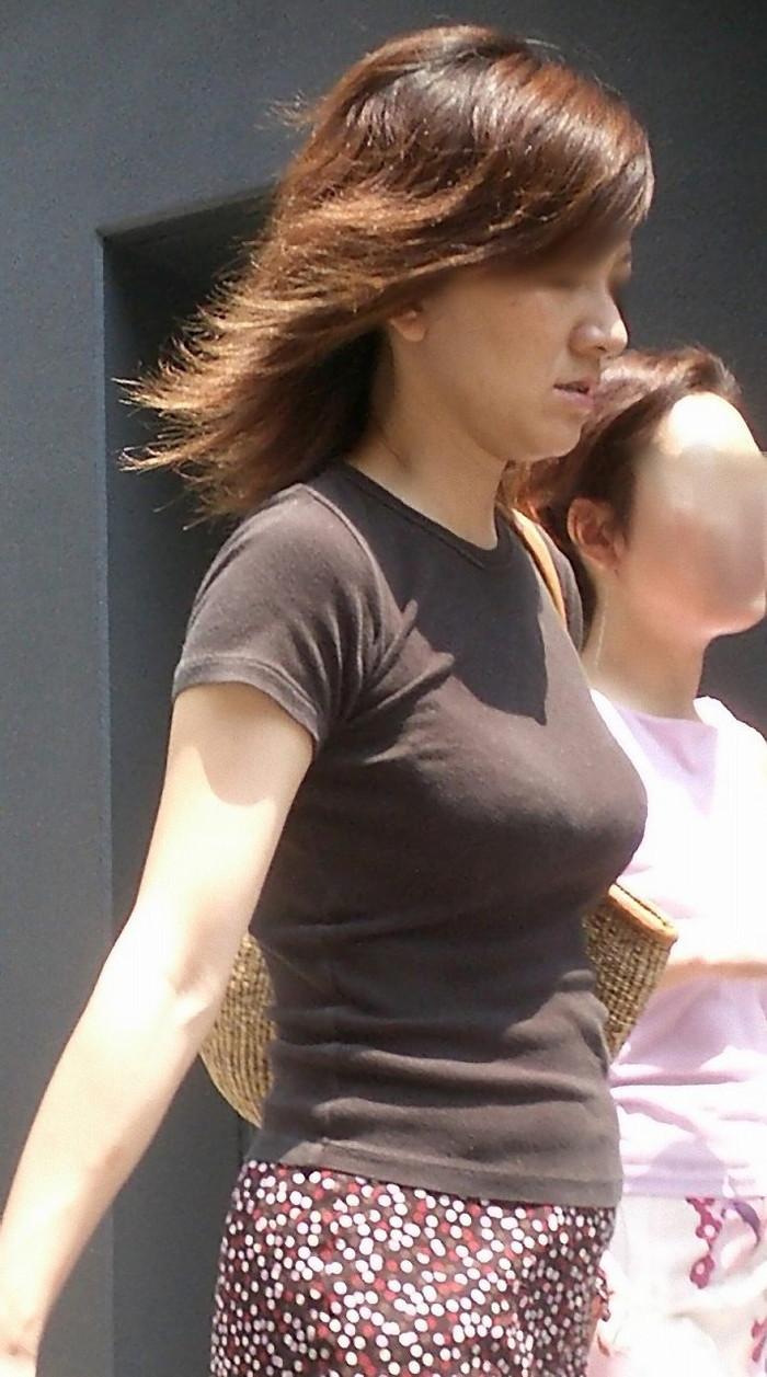 【着衣おっぱいエロ画像】はちきれんばかりの着衣おっぱいから目が離せない! 24