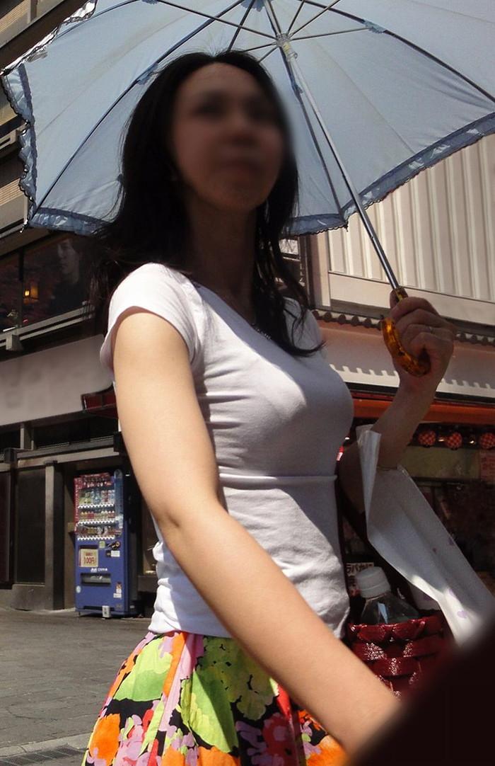 【着衣おっぱいエロ画像】はちきれんばかりの着衣おっぱいから目が離せない! 25