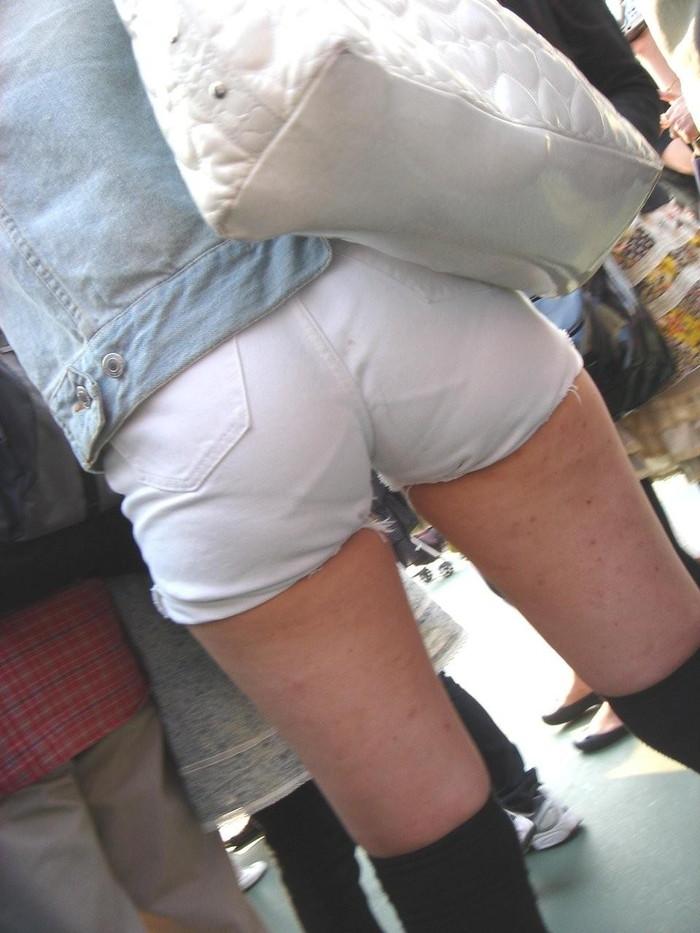 【着衣のお尻エロ画像】ぷりっぷりの着衣のお尻!こんなエロいもの晒されたら堪らん! 10