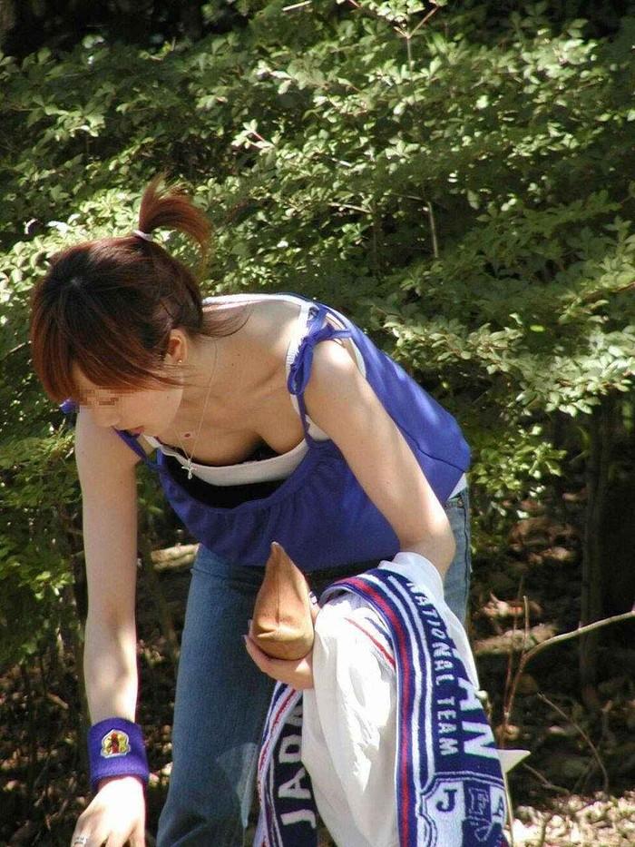 【胸チラエロ画像】街中で偶然見かけたハプニングシーン!胸チラ! 28