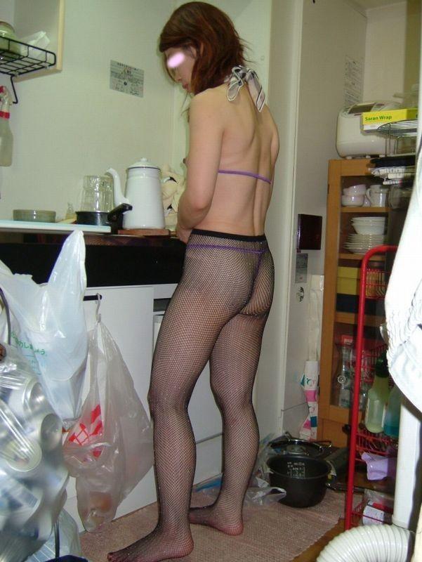 【盗撮エロ画像】まさかの身内からの盗撮!身内に裸を撮られてしまった女たち。 14