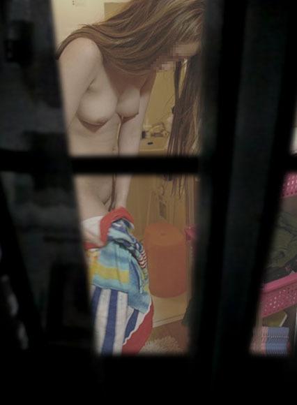 【盗撮エロ画像】まさかの身内からの盗撮!身内に裸を撮られてしまった女たち。 24
