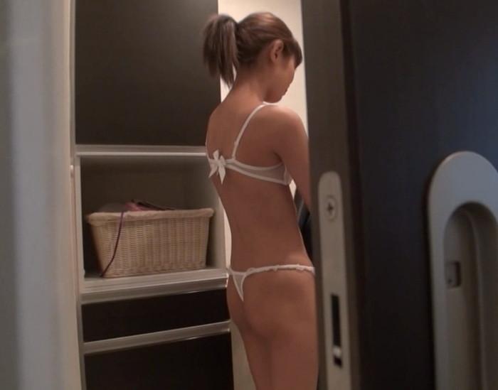 【盗撮エロ画像】まさかの身内からの盗撮!身内に裸を撮られてしまった女たち。 28