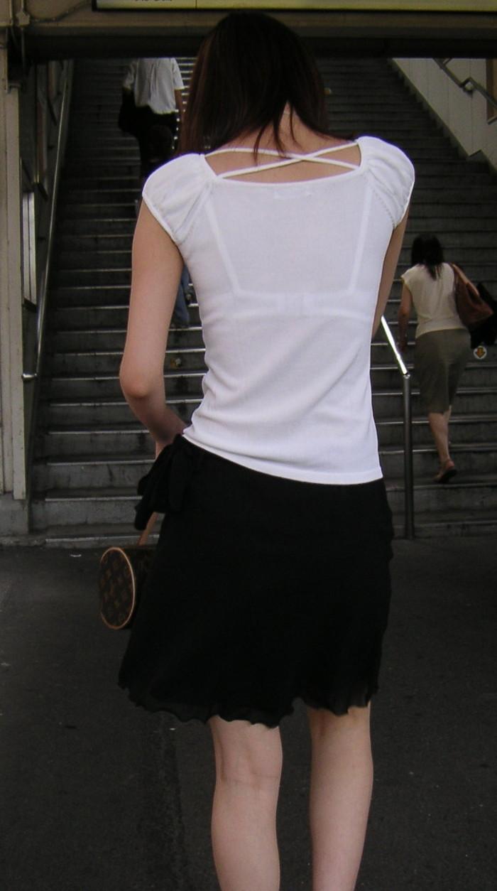 【透けブラエロ画像】街中で見かける自然に透けたブラジャーをじっくり…。 09