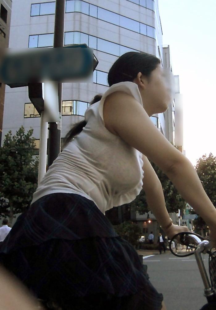 【透けブラエロ画像】街中で見かける自然に透けたブラジャーをじっくり…。 26