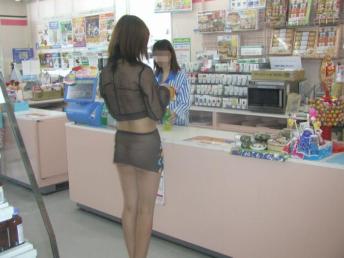 【野外露出エロ画像】素人娘の野外露出レベル急上昇中!大胆すぎると話題! 09