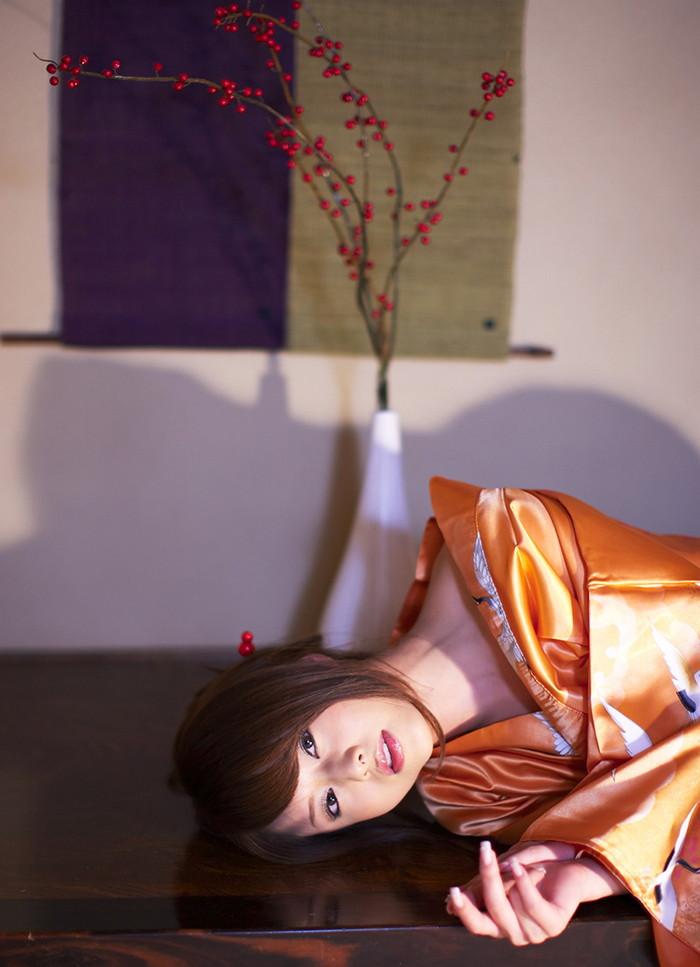 【吉沢明歩エロ画像】映画にもキャスティングされるほどの美貌の持ち主のAV女優 06