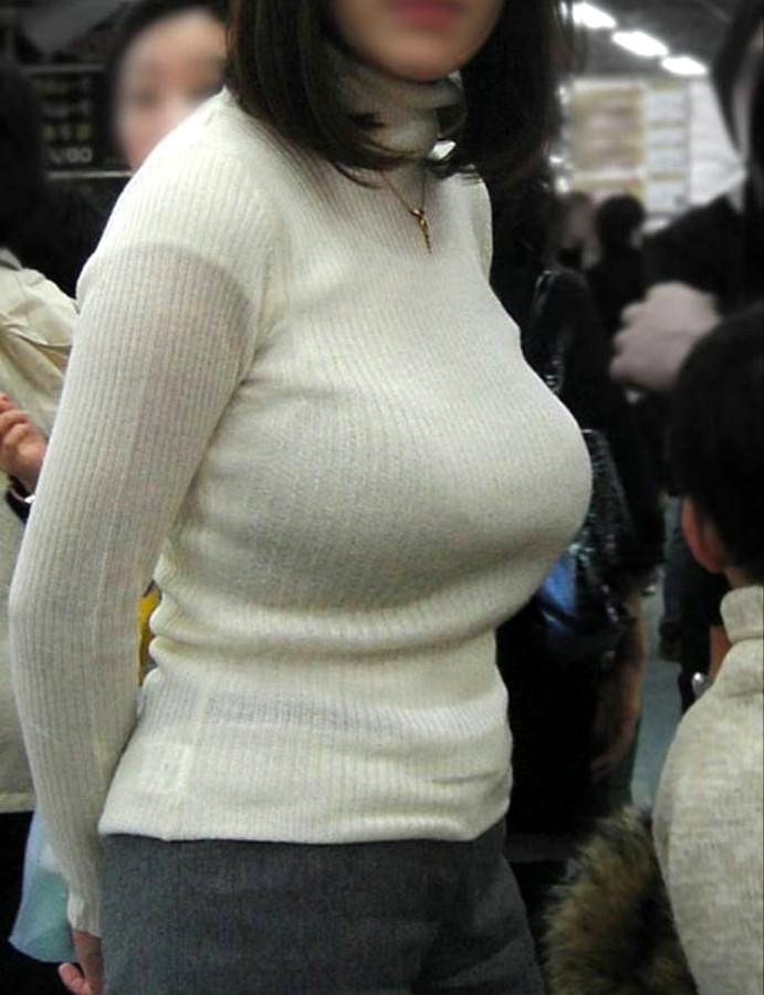 【着衣おっぱいエロ画像】着衣の上から見るおっぱいにも、とんだエロスが隠れてる! 19