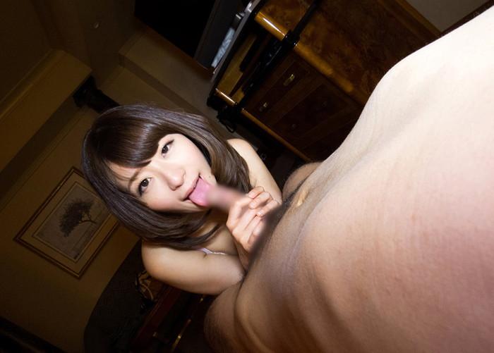 【フェラチオエロ画像】女の子の可愛い口でチンポを舐める刺激的で甘美な行為 06