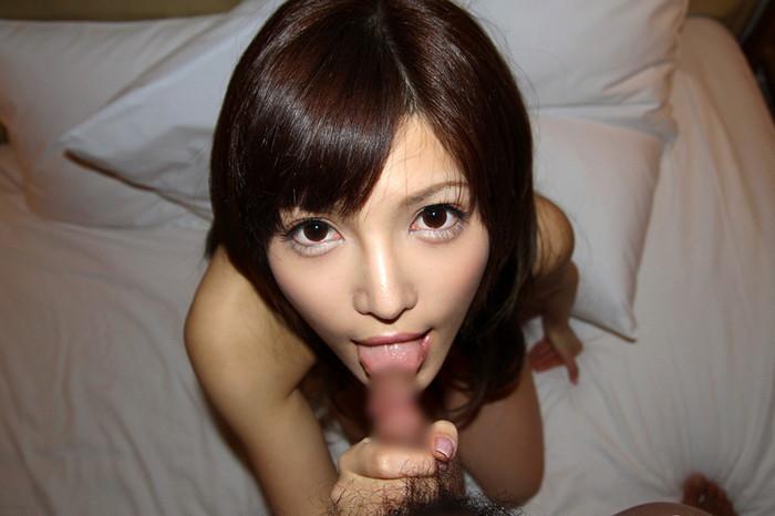 【フェラチオエロ画像】女の子の可愛い口でチンポを舐める刺激的で甘美な行為 27