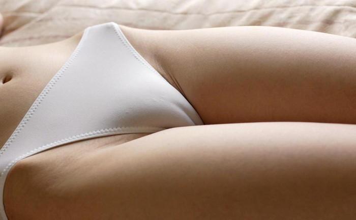 【マン筋エロ画像】マン筋!女の子の股間にスッと通る一本の縦筋が激エロッ! 06