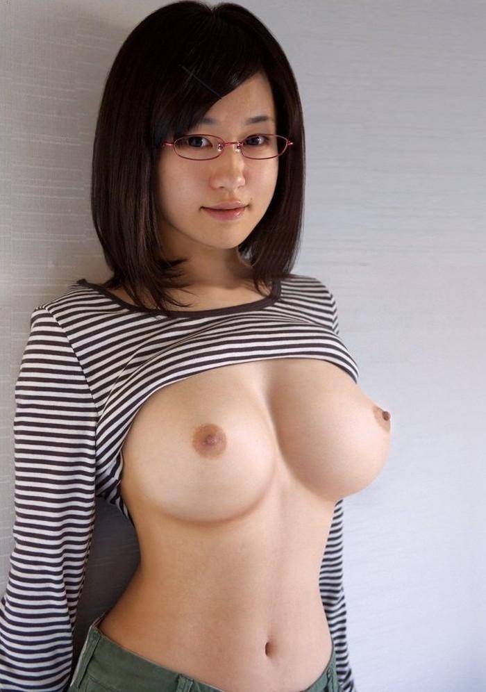 【眼鏡っ子エロ画像】普段は真面目そうに見える女の子の裸ほどエロイと思う! 01