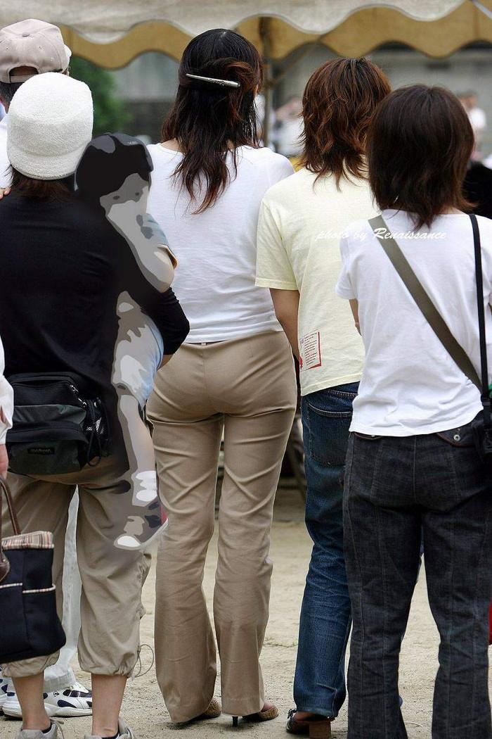【着衣お尻エロ画像】街中で見かける風景だからこその興奮!エロすぎる着衣のお尻! 14
