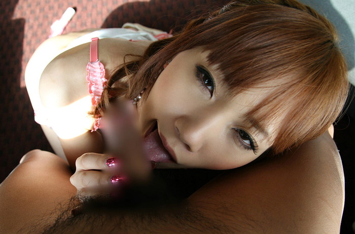 【フェラチオエロ画像】咥えるのと舐めるのとどっちがエロい!?裏筋を舐める女たち 09