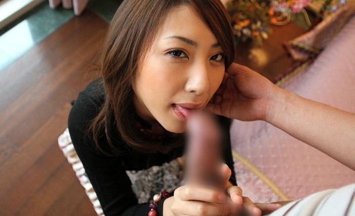 【フェラチオエロ画像】厭らしく舌を出してチンポを舐め上げるフェラがエロすぎる! 13