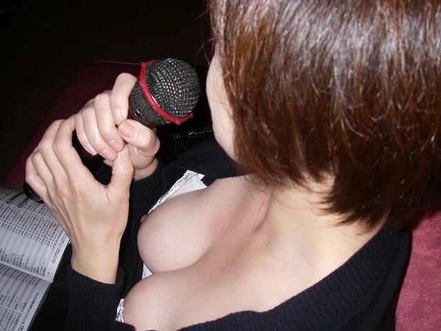 【胸チラエロ画像】偶然の産物にしてもよく撮った!と賞賛したくなる乳首見え画像 18