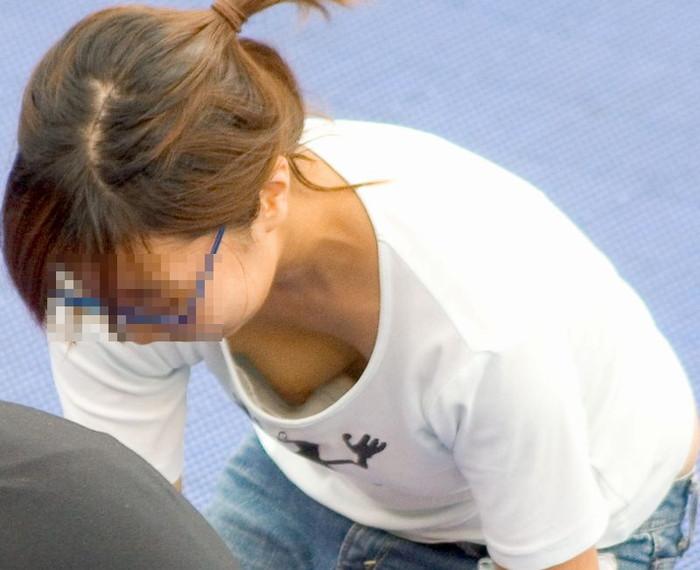 【胸チラエロ画像】偶然の産物にしてもよく撮った!と賞賛したくなる乳首見え画像 32