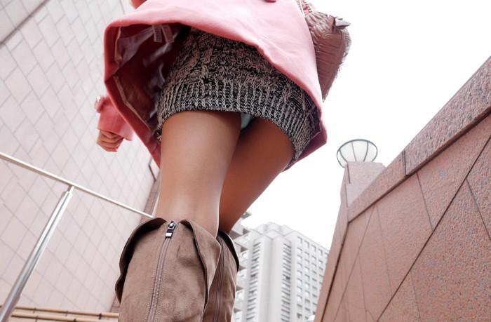 【パンチラエロ画像】街中でローアングルからパンチラ娘を狙い撃ち! 08