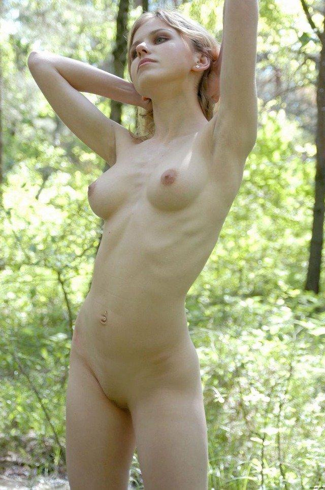 【金髪エロ画像】その雰囲気!まるで妖精のようなブロンドティーンのヌード画像 23