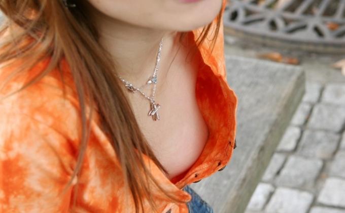 【胸チラエロ画像】おい!乳首まで見えてるぞ!っていう胸チラ画像! 04