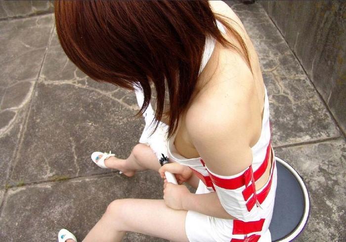 【胸チラエロ画像】おい!乳首まで見えてるぞ!っていう胸チラ画像! 07