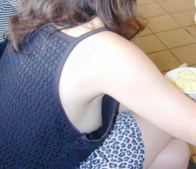 【胸チラエロ画像】おい!乳首まで見えてるぞ!っていう胸チラ画像! 21
