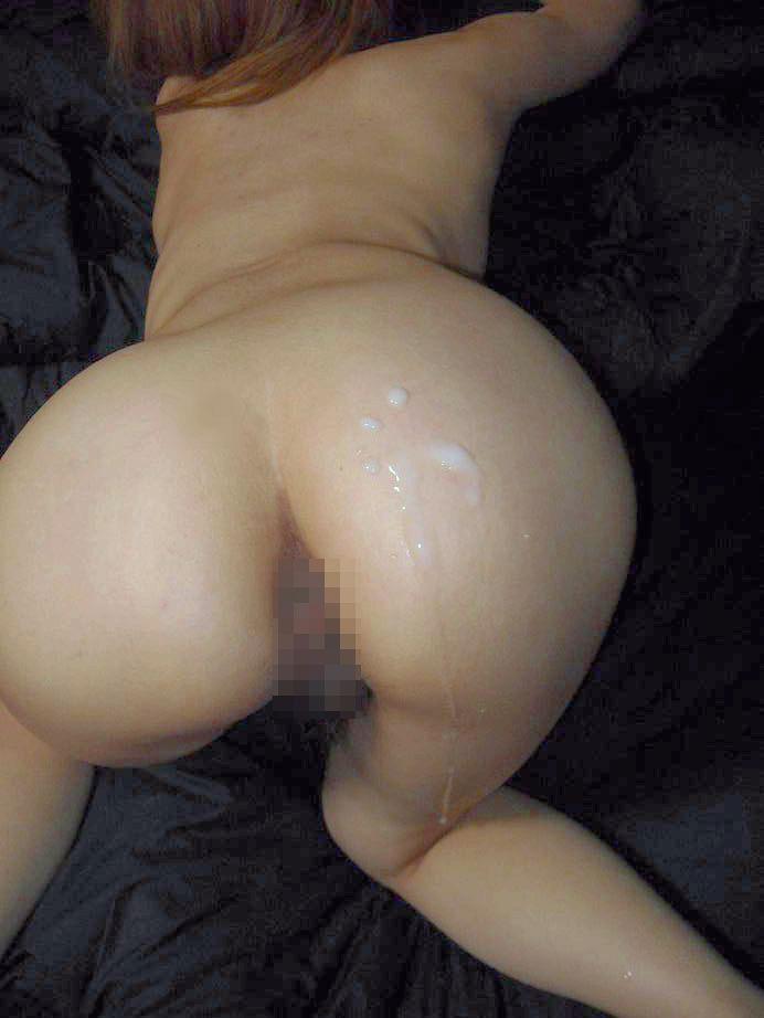 【お尻射精エロ画像】女性らしい丸みを帯びたお尻に垂れる精液が卑猥! 09