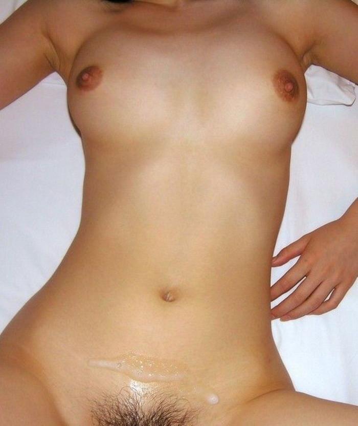 【射精エロ画像】おなかに出された精液が何を隠そうセックス事後の証w 04