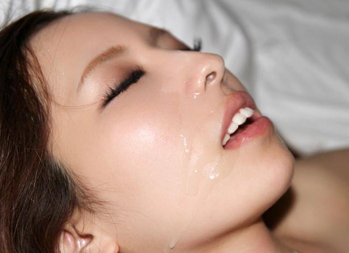 【顔射エロ画像】美しい顔が顔射でドロッドロの精液まみれ!エロすぎだろ!? 27