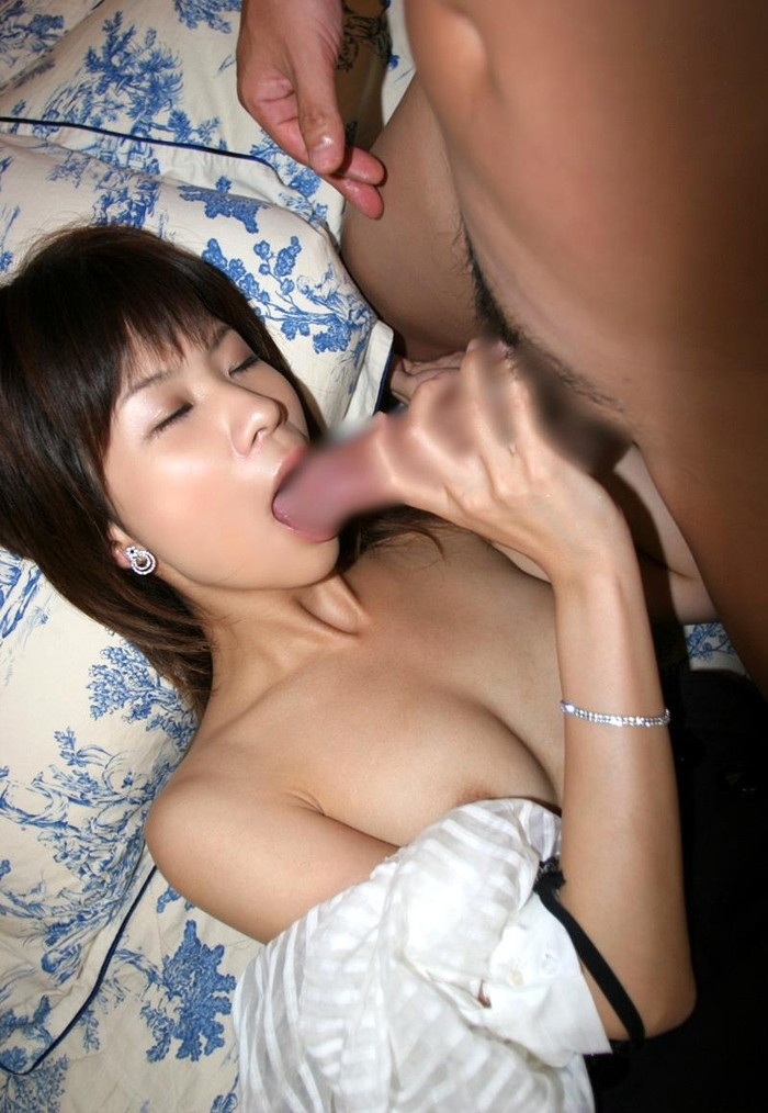 【フェラチオエロ画像】アイスを舐めるようにチンポをペロペロする女の子たち! 08
